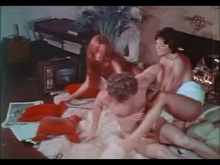Секс двух девушек с молодым