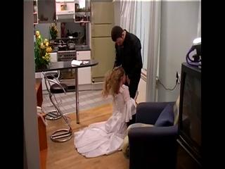 Русская девушка изменяет своему парню и трахается в доме его родителей со своим парнем-там