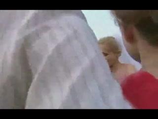 Русскую девушку с большой попой ебут во все дыры большим хуем