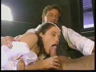 Отец трахает дочь и кончает ей прямо во влагали