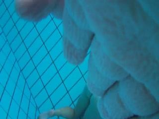 Мужик снял видео с женой и ее тренером в бассейне - порно hd качества