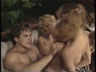 Порно видео молодых девушек с минетом в исполнении парней