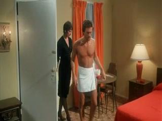 Порно видео лесбиянок со зрелыми мужчинами на диване в гостиной комнате