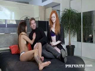 Молодая девушка ебется со своей подругой, которая ей лижет пизду