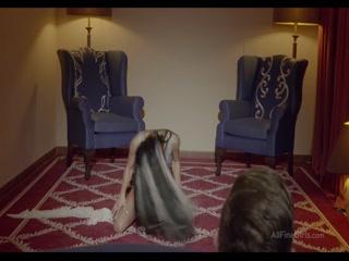 Секс-видео молодых русских студентов, которые трахаются в анал на диване дома - смотреть