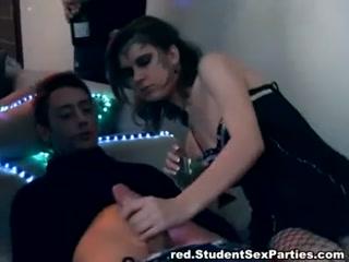 Русское порно видео молодежи - две девушки