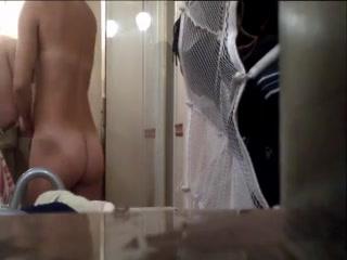 Секс видео с продавцом и двумя девушками-брюнетками на кастинге - смотреть
